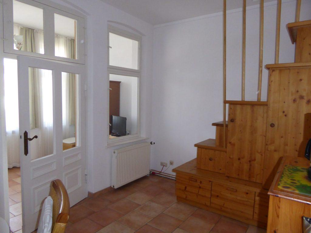 Wohnbereich mit Treppe zum Schlafboden
